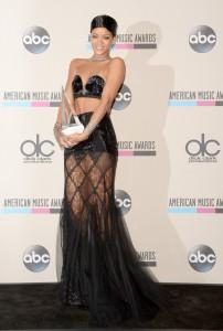 Rihanna – American Music Awards Icon Award 2013 Winner!